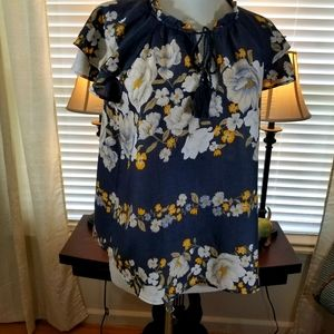 Old Navy sz med top, tunic blue, whit floral.